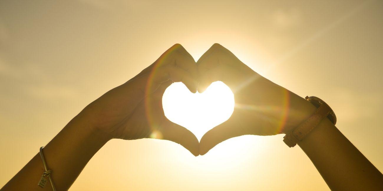 Arten der Kundenbindung Hände Herz